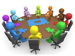 Personnage rassemblés autour d'une table
